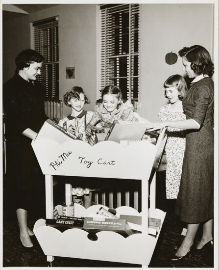 Shreveport Alumnae and Children with Toy Cart Photograph (image)
