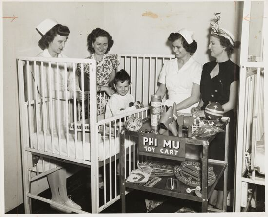 Lafayette Alumnae with Small Boy and Toy Cart Photograph, June 12, 1948 (image)