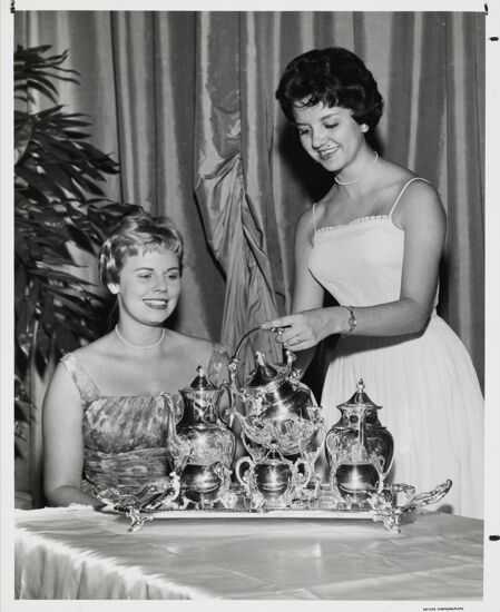 Outstanding Chapter Award Photograph, 1960 (image)