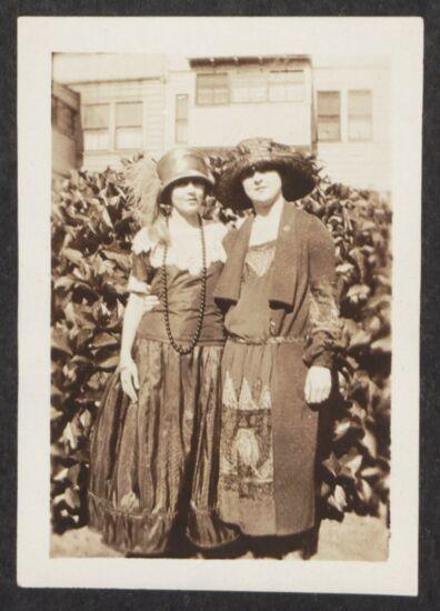 Atlelia & Beryl Molleson Photograph, June 1923 (image)