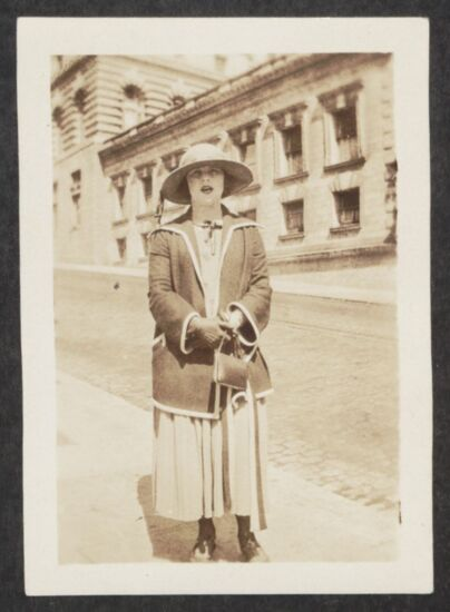 Beryl Molleson Photograph, June 1923 (image)